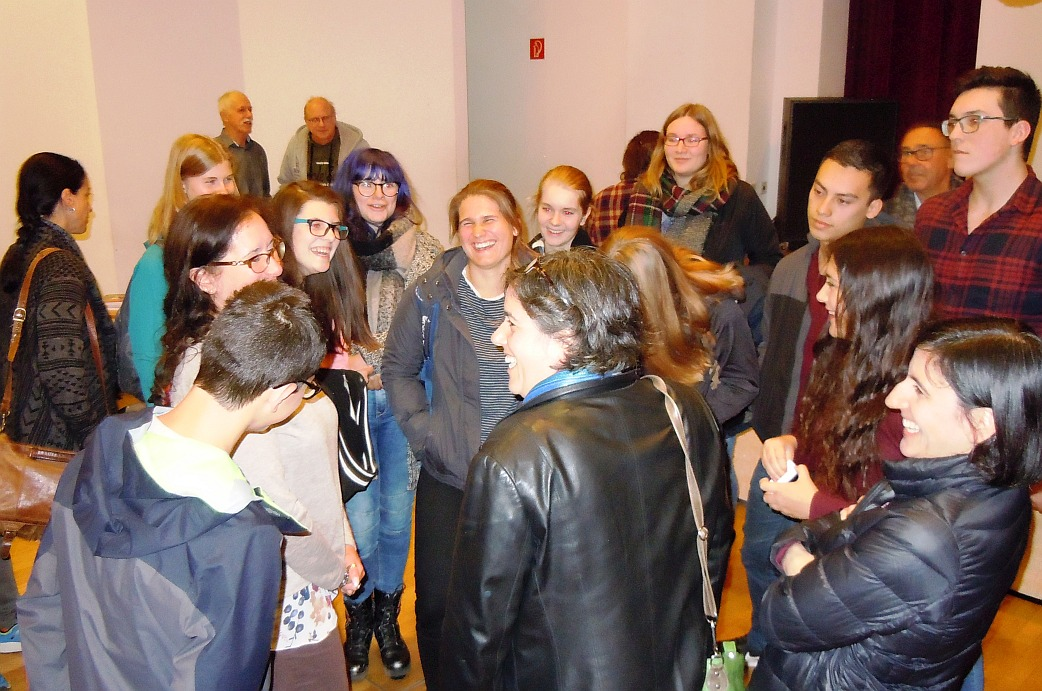 Manny Drukier met students in Borna